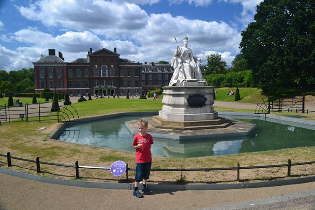 Kensington Palace, Queen Victoria Statue, Kensington Gardens, Londýn