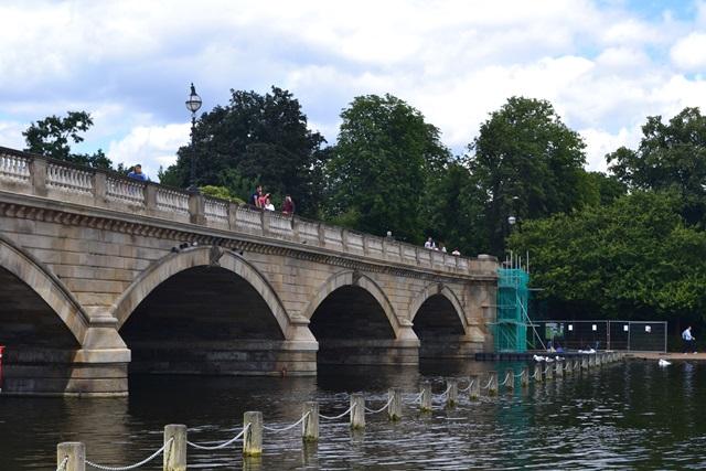 Serpentine Bridge, Kensigton Gardens, Londýn